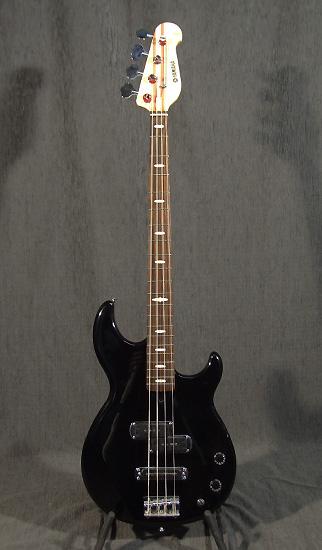 occasion guitare village yamaha bass guitares basses d 39 occasion. Black Bedroom Furniture Sets. Home Design Ideas
