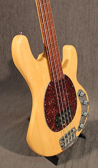 occasion guitare village musicman bass guitares basses d 39 occasion. Black Bedroom Furniture Sets. Home Design Ideas