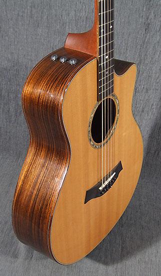 occasion guitare style taylor baritone 8 string guitare. Black Bedroom Furniture Sets. Home Design Ideas
