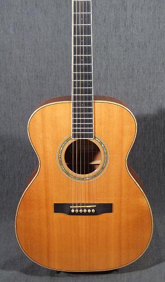 occasion guitare acoustiques larriv e guitare village domont 95. Black Bedroom Furniture Sets. Home Design Ideas