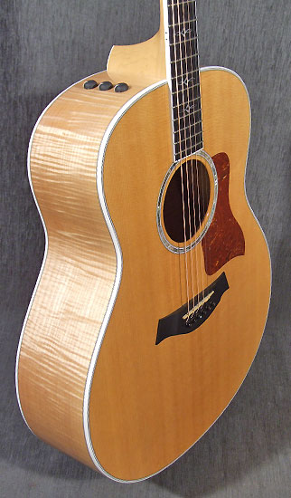 occasion guitare acoustiques taylor 618 e guitare village. Black Bedroom Furniture Sets. Home Design Ideas